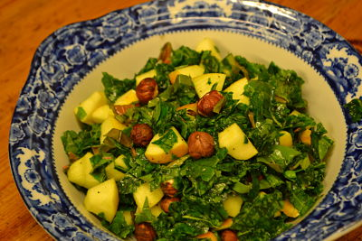 Kale, hazelnut and apple salad
