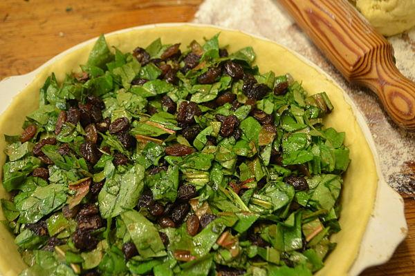 Sorrel and raisin pie preparation